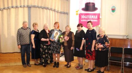 Sel aastal valiti sädeinimeseks Karina Kaarepere (vasakult neljas). Pildil on ka varasematel aastatel valitud sädeinimesed.