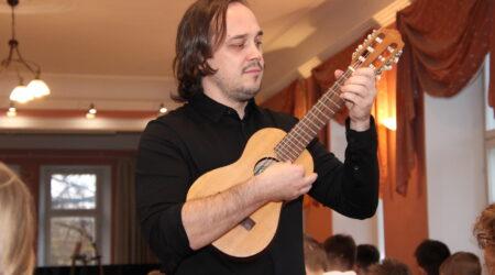 Andre Maaker Põltsamaa Muusikakoolis. Foto Raimo Metsamärt.
