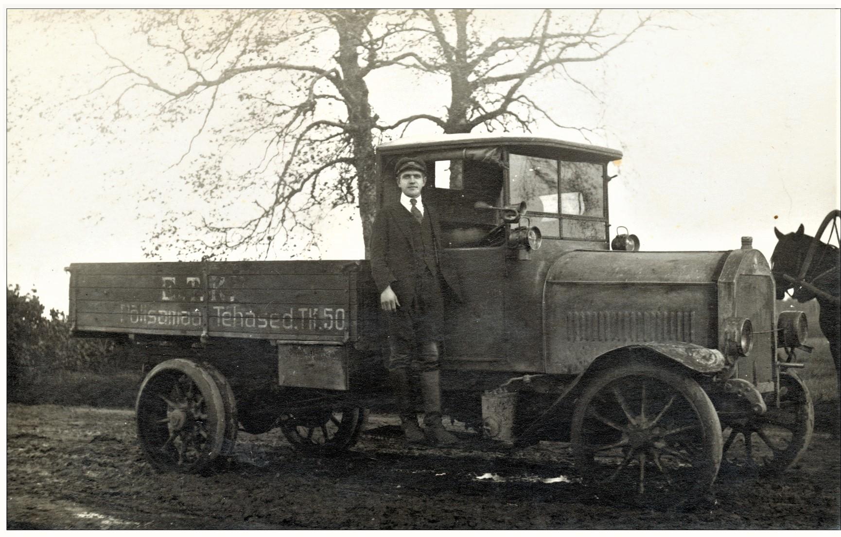 Põltsamaa vanadel fotodel: ETK Põltsamaa Tehased veoauto 1920. aastate alguses. Teadmata fotograaf. Foto erakogust.