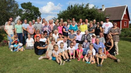 Tammiku küla 10.kokkutulekust osavõtjad 2019.a. Foto erakogu.
