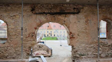 Seintel on näha ka põlengute jälgi. Foto Raimo Metsamärt.