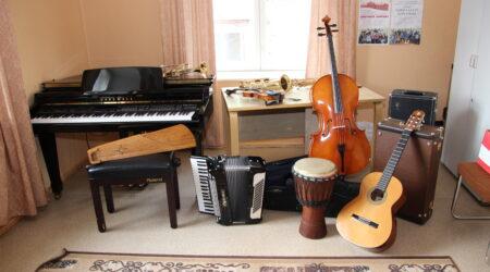 Palju erinevaid pille = palju erinevaid vajadusi. Põltsamaa muusikakool väärib oma vajadustega arvestamist. Foto Raimo Metsamärt.